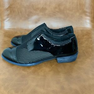 ALL BLACK Mesh and Patent Oxford Size 40